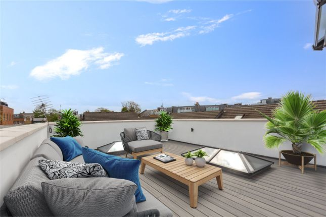 3 bed mews house for sale in Edan Court, Gayford Road, London W12