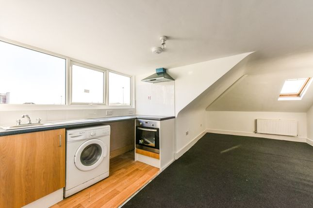 Flat for sale in Tokyngton Avenue, Wembley