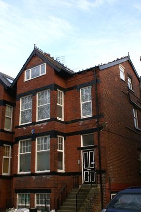 Flat to rent in Cardigan Road, Hyde Park, Leeds