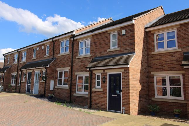 3 bed town house for sale in Barley Fields Close, Garforth, Leeds LS25