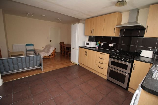 Flat to rent in Well Street, Exeter