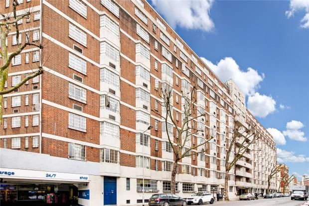 Thumbnail Flat to rent in Chelsea Cloisters, Sloane Avenue