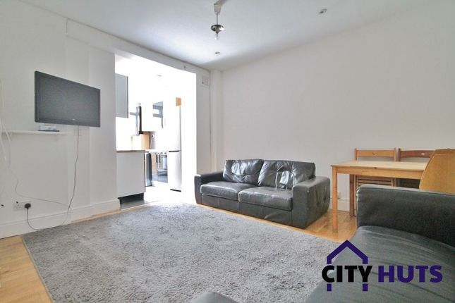 4 bed flat to rent in Packington Street, London N1
