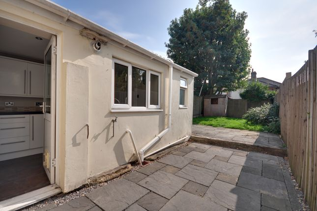 Thumbnail Flat to rent in Malmesbury Park Road, Bournemouth