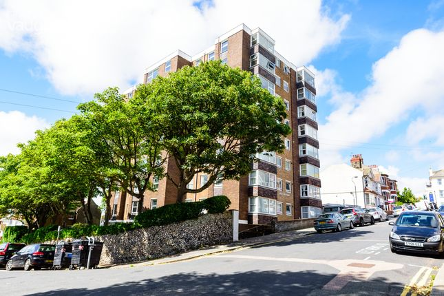 2 bed flat to rent in Belle Vue Gardens, Brighton, East Sussex BN2