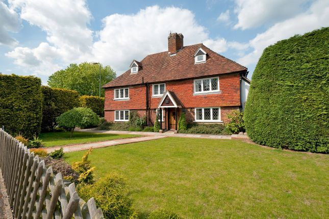 Thumbnail Farmhouse for sale in Stunning Grade II Listed Home, Opposite Moat Park, Maidstone