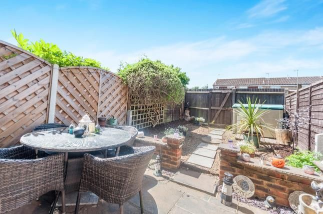 Thumbnail Property for sale in Kingsley Road, Horley, Surrey