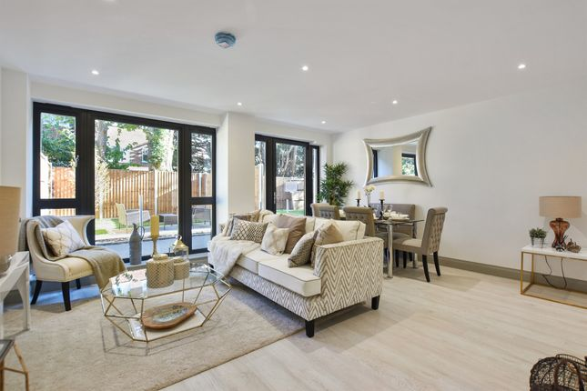 Thumbnail Flat for sale in Brighton Road, Surbiton
