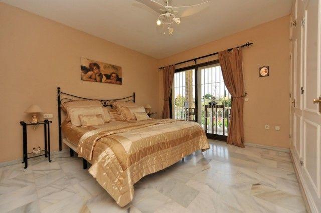 Hot-V3172-Ssc_10_Bedroom