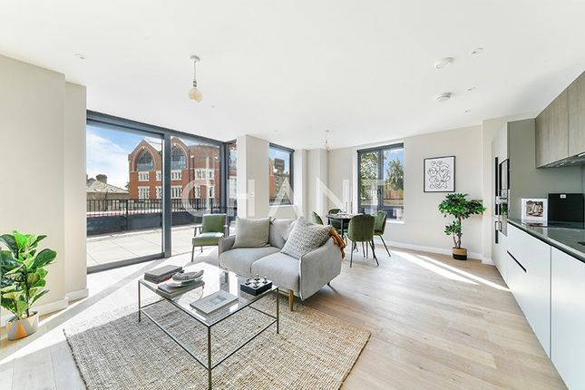 Thumbnail Flat to rent in Archway Road, London