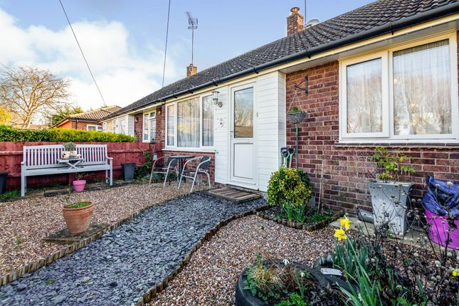 1 bed terraced bungalow for sale in Dove House Close, Fowlmere, Royston SG8