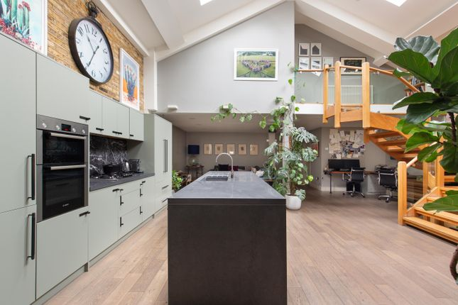Thumbnail Town house for sale in Ruthven Street, London