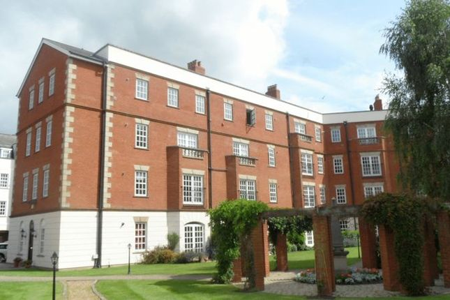 Thumbnail Flat to rent in Queens Reach, East Molesey