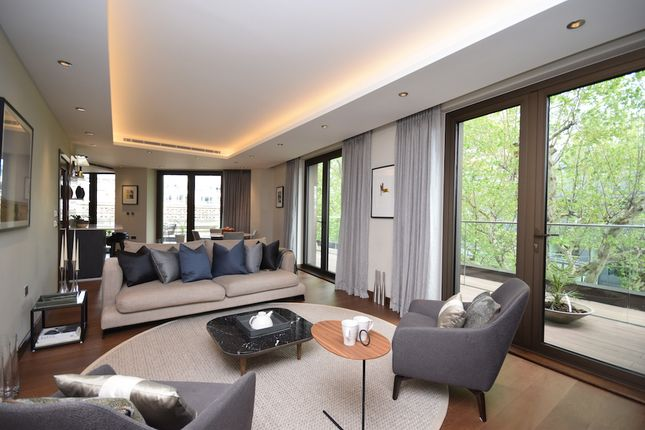 Thumbnail Flat for sale in Fetter Lane, London
