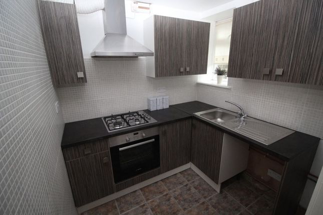 Thumbnail Terraced house to rent in Commercial Street, Queensbury, Bradford