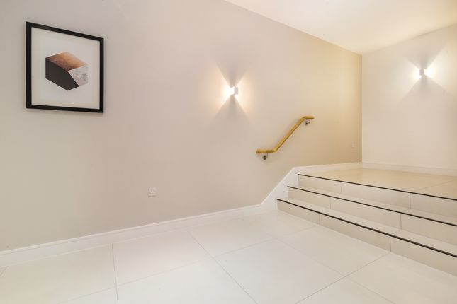 2 bedroom flat for sale in New Road, Brentwood