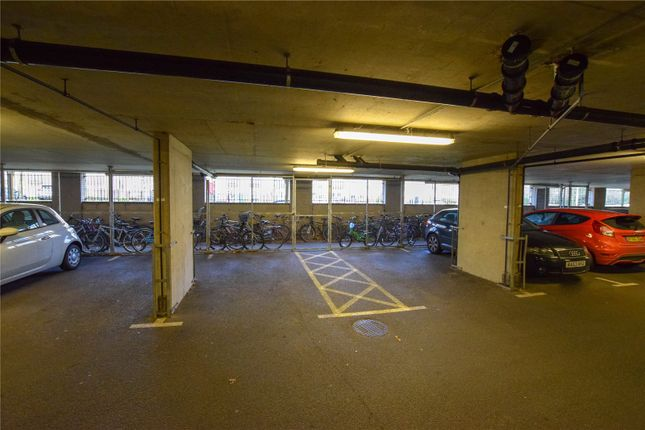 Picture No. 11 of Catalonia Apartments, Metropolitan Station Approach, Watford, Hertfordshire WD18