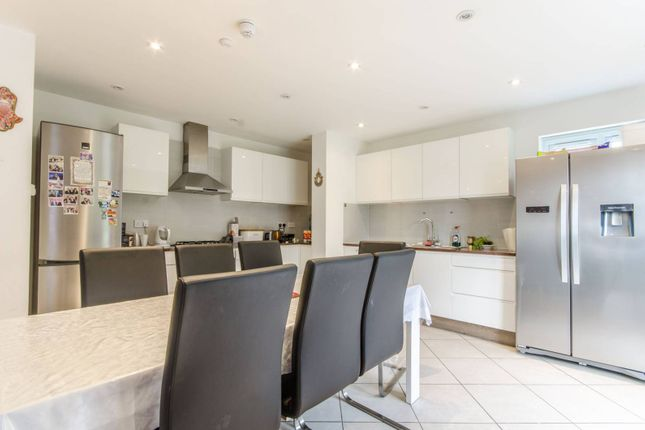 Thumbnail Flat to rent in Fairholme Gardens, Finchley