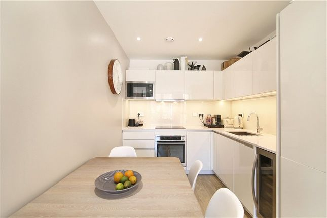 Picture No. 04 of Gordian Apartments, 34 Cable Walk, London SE10