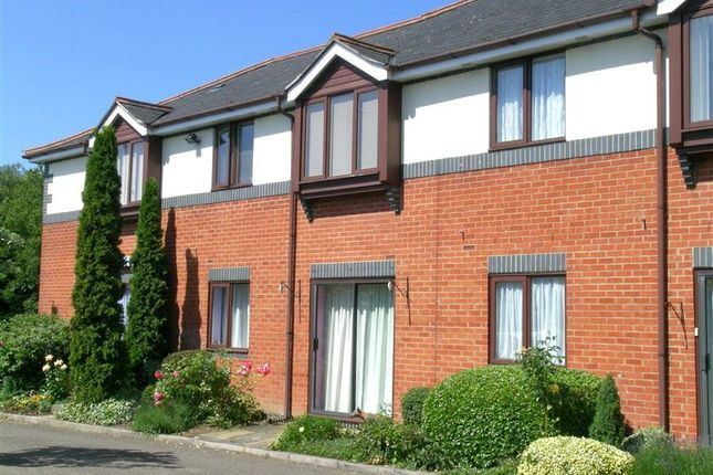 Thumbnail Flat for sale in Coach House Court, Pangbourne, Reading