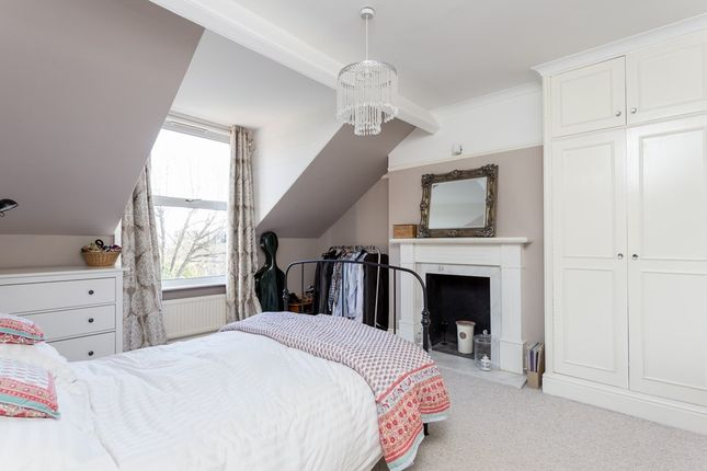 Thumbnail Flat for sale in Avenue Gardens, London