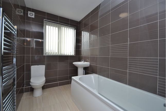 Thumbnail Flat to rent in Easterly Road, Oakwood, Leeds