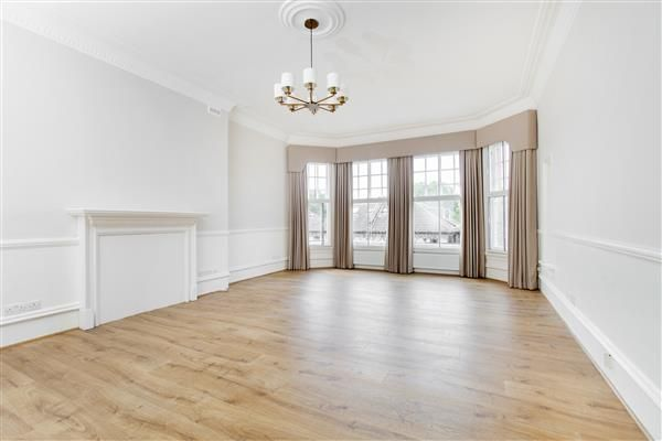 Thumbnail Flat to rent in Earls Court Road, Earls Court SW5.
