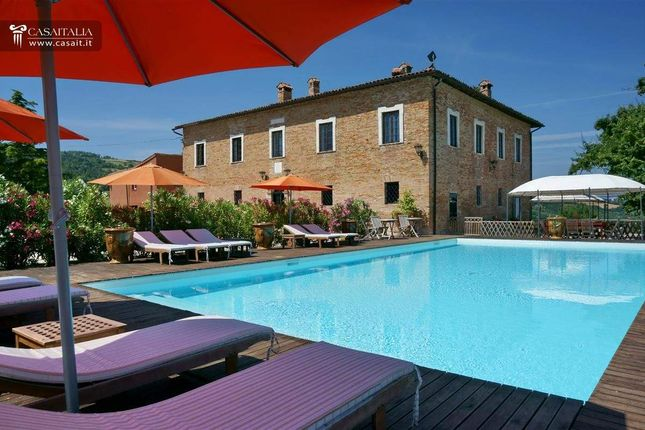 Thumbnail Villa for sale in Piazza Della Repubblica, 1, 61029 Urbino Pu, Italy