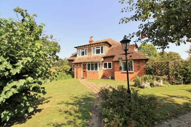 Thumbnail Semi-detached house for sale in Colliers Hill, Mersham