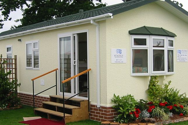 Thumbnail Mobile/park home for sale in Mawgan Helston, Cornwall
