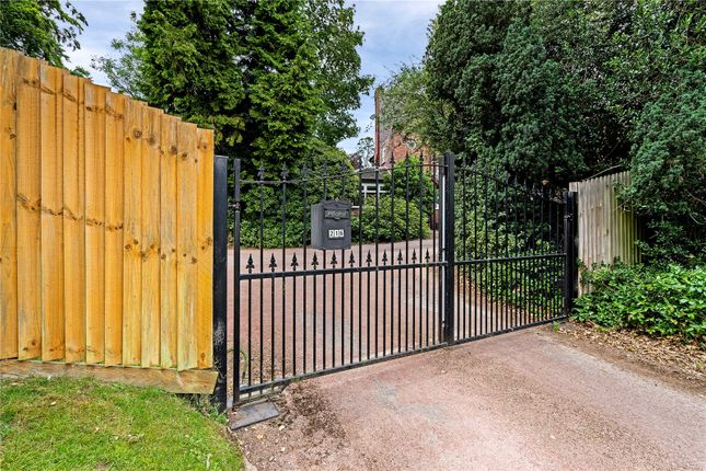 Gated Drive of Birstall Road, Birstall, Leicester, Leicestershire LE4