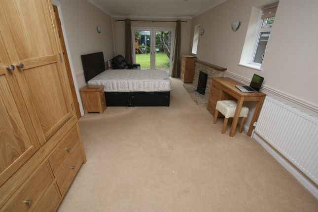 Room to rent in Weyhill Road, Andover SP10