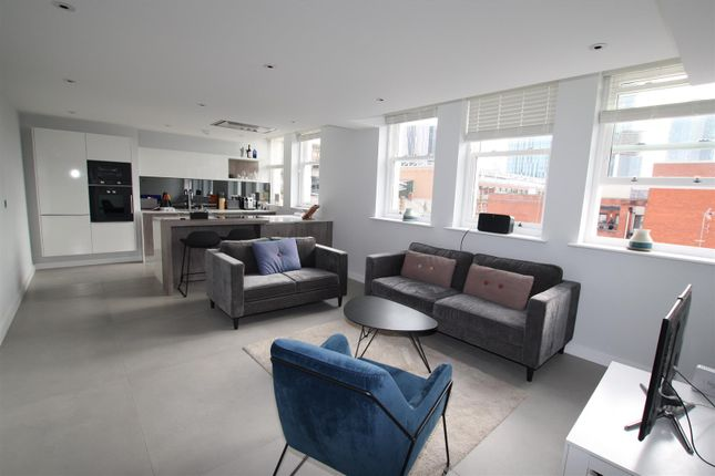 Thumbnail Flat to rent in The Residence, St John Street, Manchester