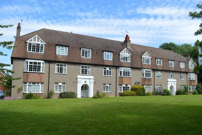 2 bed flat for sale in Kingston Road, Ewell, Surrey. KT17