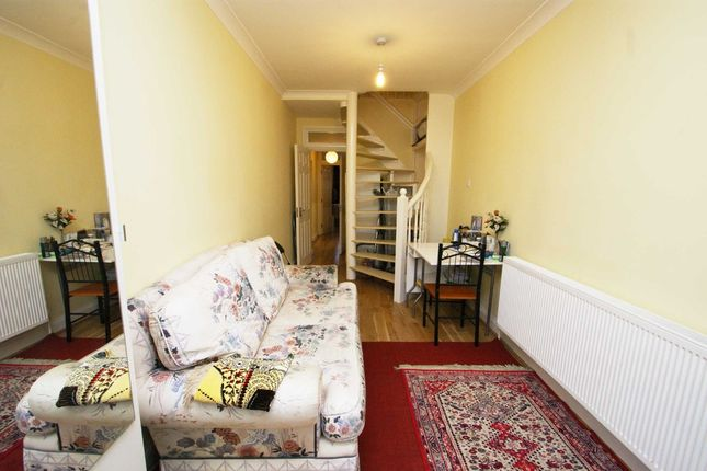 2 bed semi-detached house to rent in Prideaux Place, Friars Place Lane, London