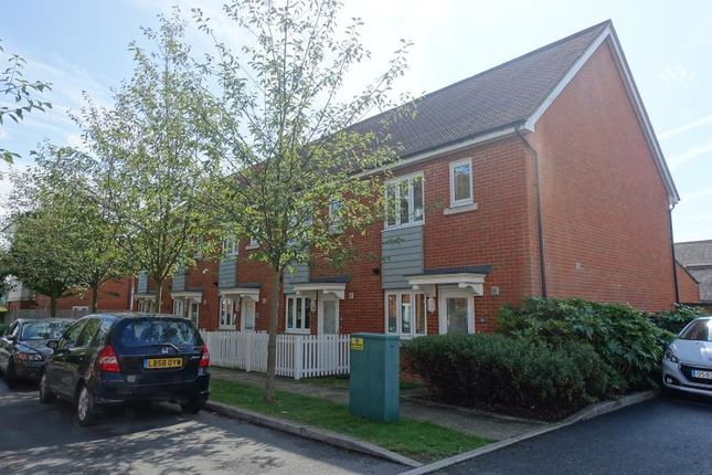 Thumbnail Terraced house to rent in The Moors, Redhill
