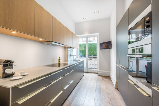Thumbnail Flat for sale in Green Street, Mayfair