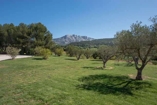 Properties for sale in trets aix en provence bouches du for Ca bouche du rhone