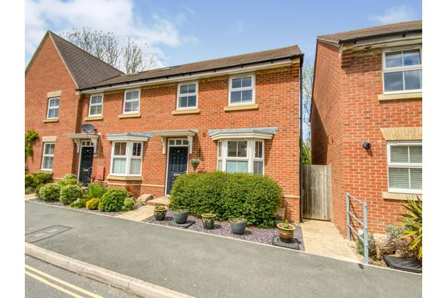 3 bed end terrace house for sale in Snowberry Road, Newport PO30
