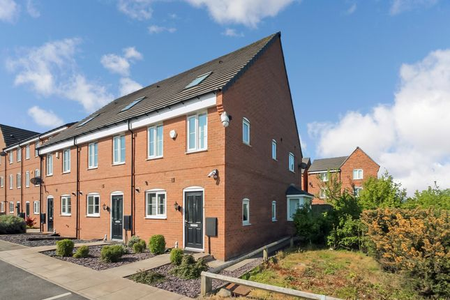 Thumbnail Town house to rent in Leng Drive, Thornbury, Bradford