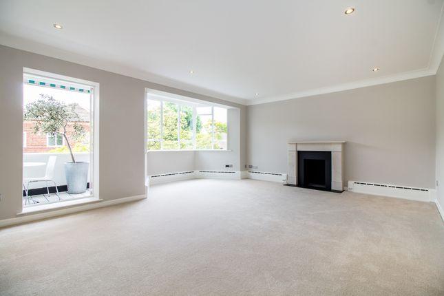 Thumbnail Flat for sale in Sandown House, Heathfield Terrace, Chiswick