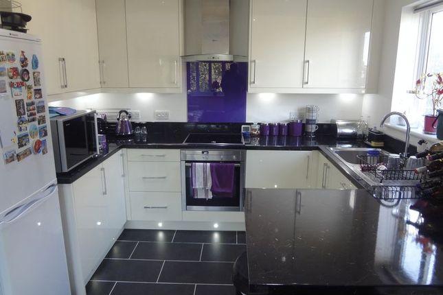 2 bed flat to rent in Kenton Road, Harrow