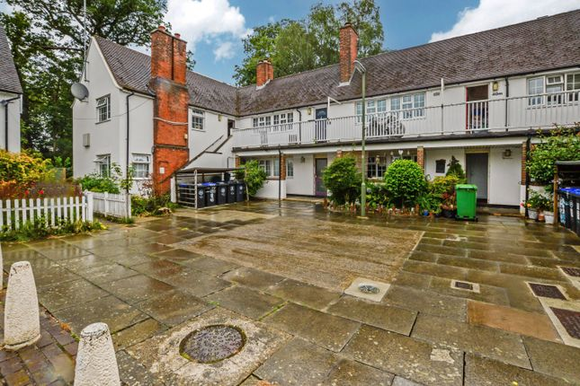 Thumbnail Flat to rent in Birchwood Road, West Byfleet, Surrey