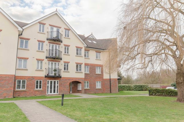 Thumbnail Flat to rent in Datchet Road, Slough