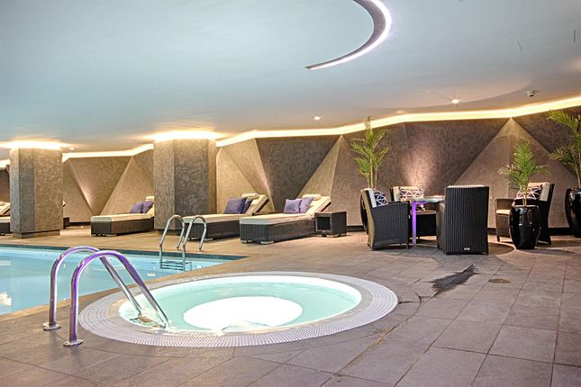 Jacuzzi of 4 Riverlight Quay, Nine Elms SW11