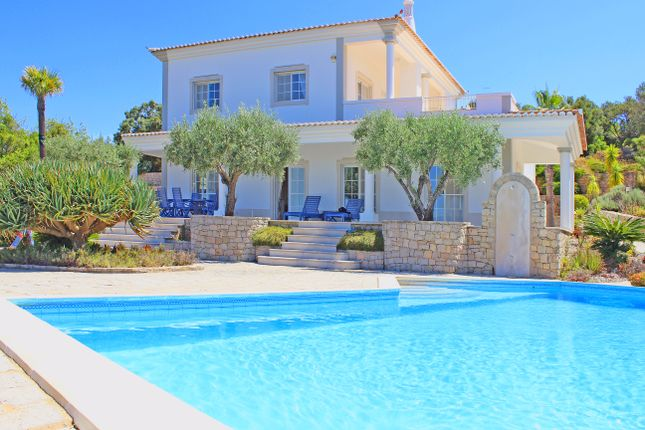 3 bed villa for sale in Santa Bárbara De Nexe, Faro, Portugal