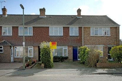 Thumbnail Terraced house to rent in West End, Woking