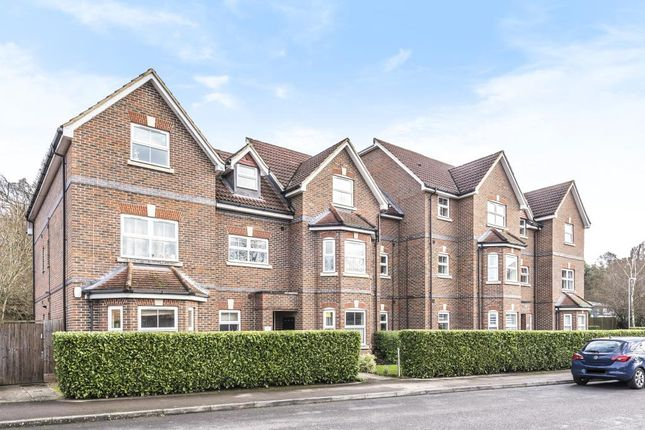2 bed flat to rent in St. Francis Close, Crowthorne RG45
