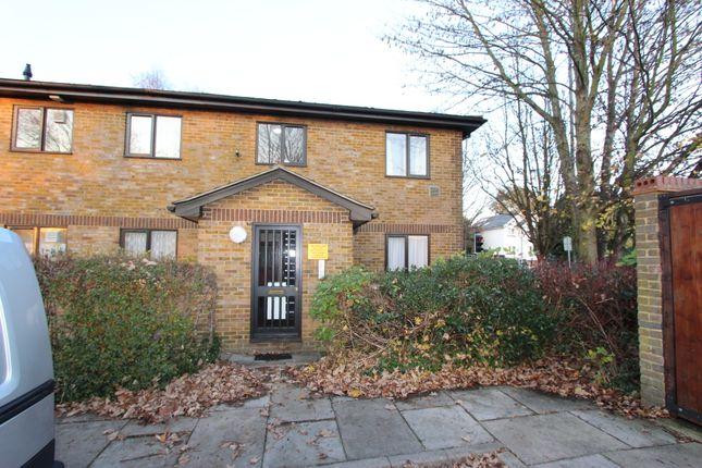 Thumbnail Flat to rent in Meresborough Road, Rainham, Gillingham, Kent