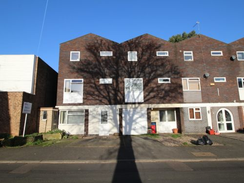 Thumbnail Terraced house to rent in Charles Gardner Road, Leamington Spa